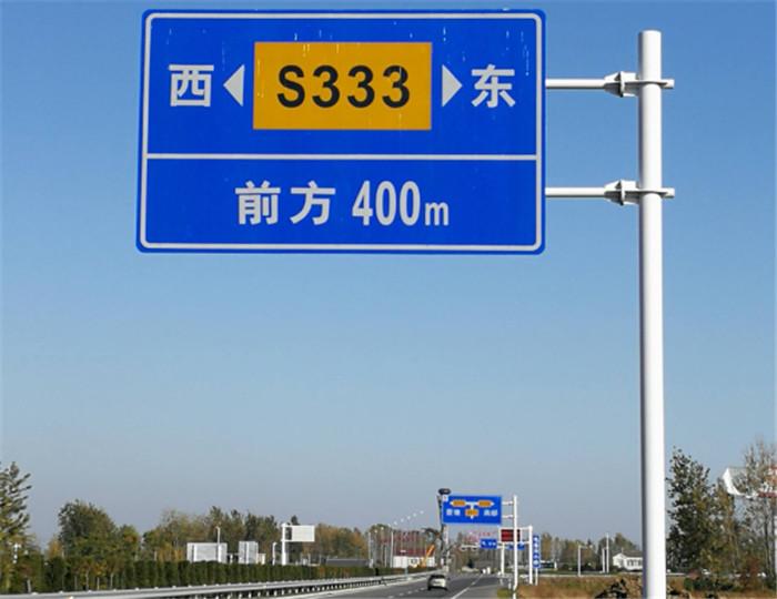 道路护栏与反光交通标志牌的应用