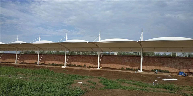 市面上雨棚材料那么多,改怎么选择适合的雨棚?