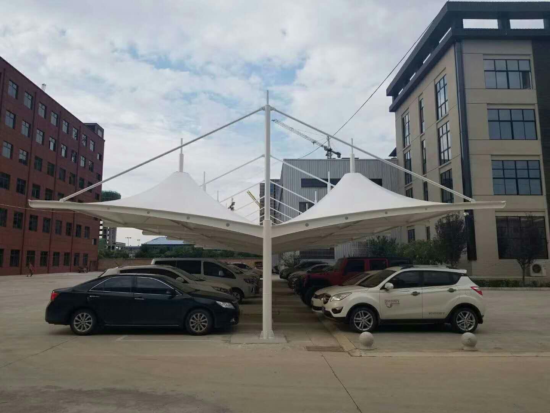 经常可见膜结构车棚造型各异,设计因素也需纳入考量范围