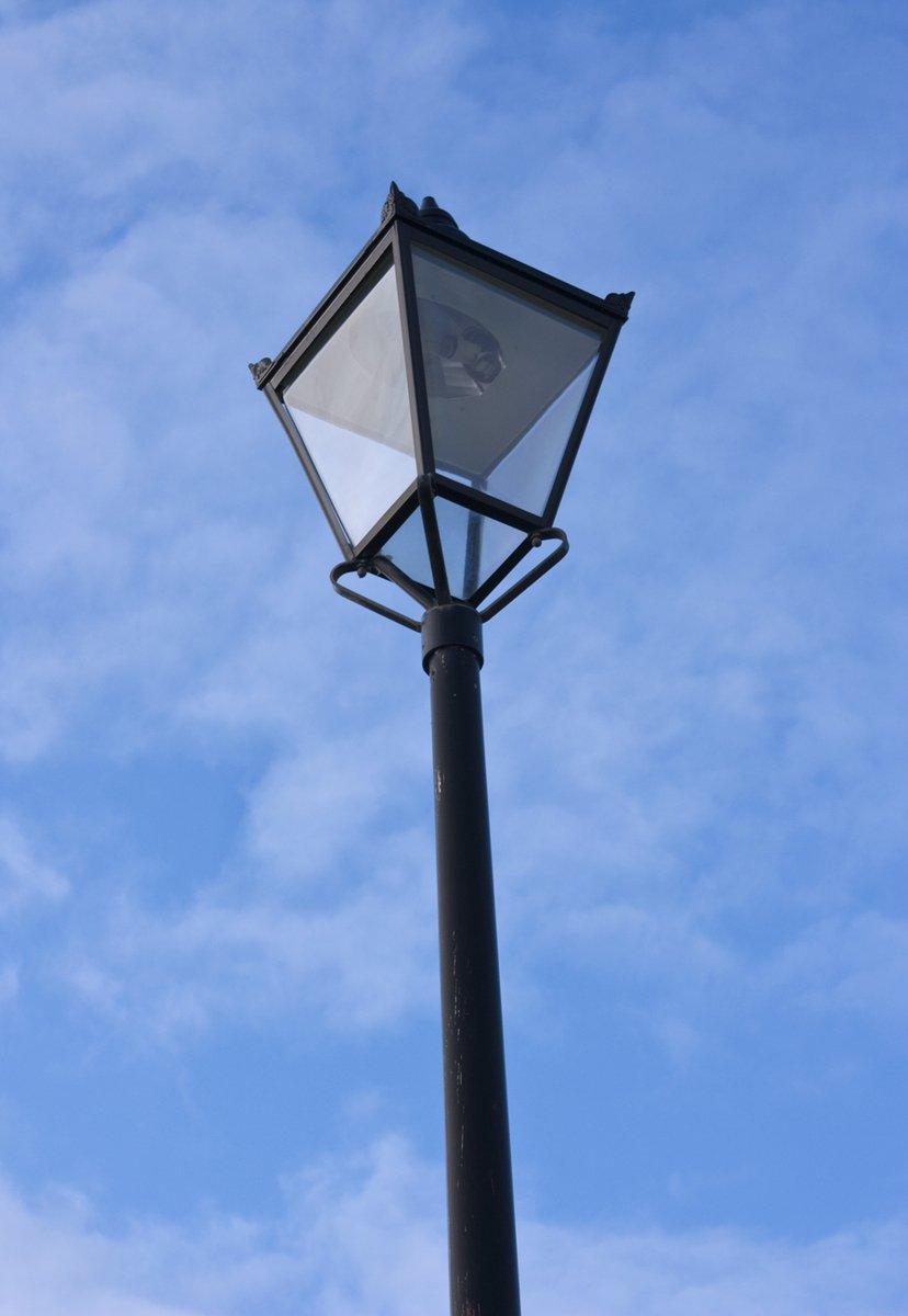 路灯为何大多是黄色的!LED那么省电为什么不用呢?
