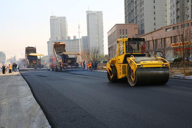 为何我们要应用沥青路面?怎么将这类路面铺设整平呢