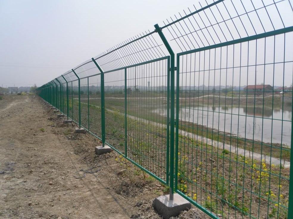 你知道吗,护栏网表面能够采用电镀方法来防生锈!