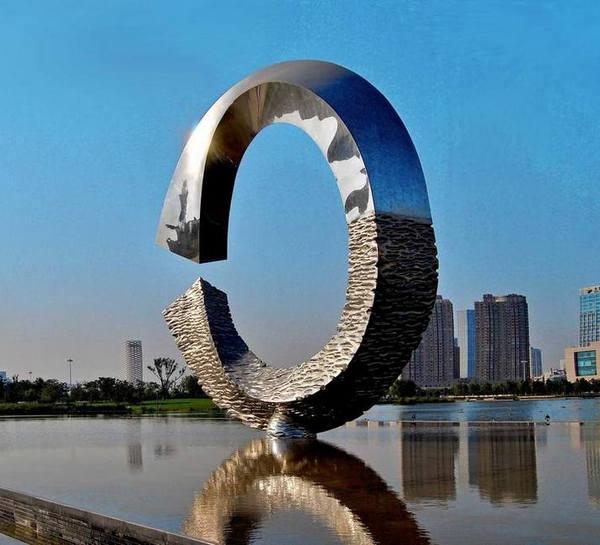 河南不锈钢雕塑针对城市的意义!