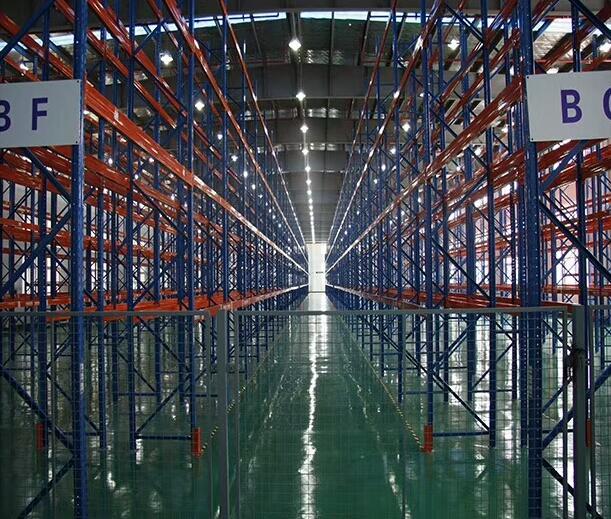 西安货架讲解轻型货架、中小型仓储货架和托盘货架的区别