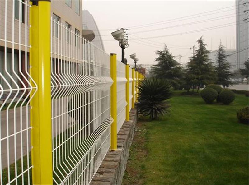 护栏网的使用期与护栏网运用的防腐蚀方式有十分大的联络