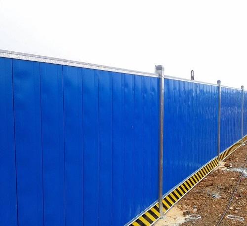 浅析彩钢夹芯板围挡对于工程施工新项目有什么优点特性?