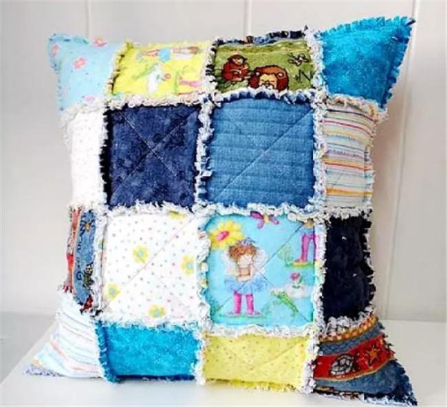 原先抱枕能够做出N多花式来,刺绣、碎布、钩编都能用得上