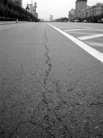 沥青路面出現裂缝啦!快来看看解决方案