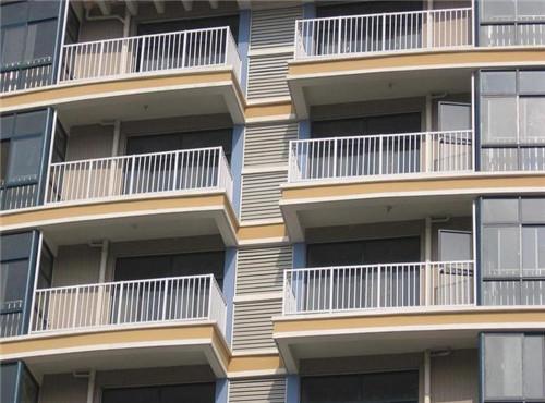 怎么装阳台护栏,装房间内还是室外?赶紧看一下家中有没有装错
