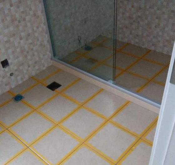 衛生間漏水比較嚴重,用免砸磚防水涂料可靠嗎?看一下過來人怎么講