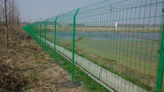 您知道怎么分辨护栏网的质量优劣吗?