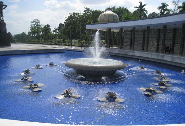 选用喷泉灯的情况下,除开要考虑到安装位置还有哪些环节必须留意