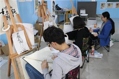 美術高考生理應如何選擇適合自身的美術培訓班?