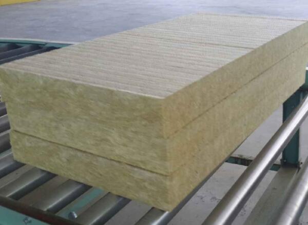 復合巖棉板飾面層和保護層出現裂縫是什么原因引起的?